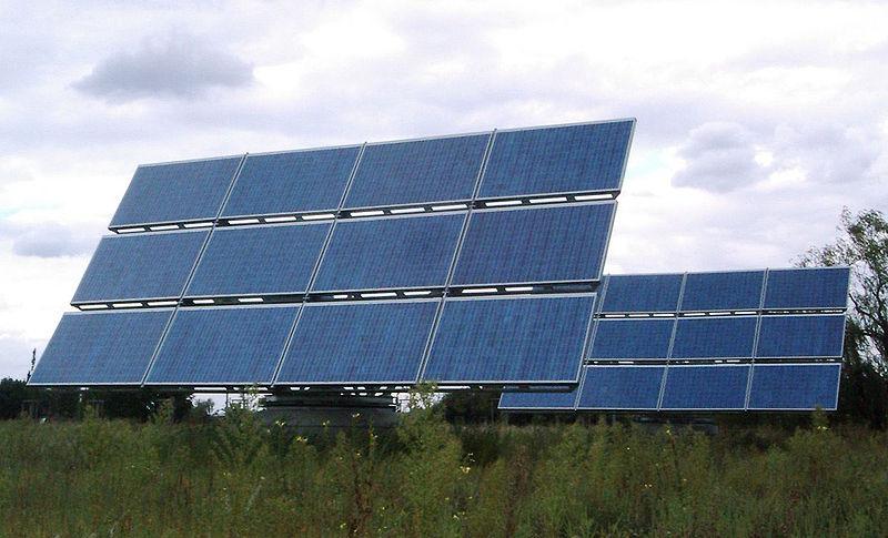 800px-Photovoltaik_adlershof
