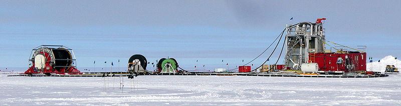 800px-IceCube_drill_camp_2009